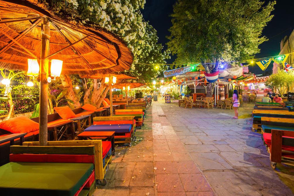 Bar Street in Kos-Stadt am Abend