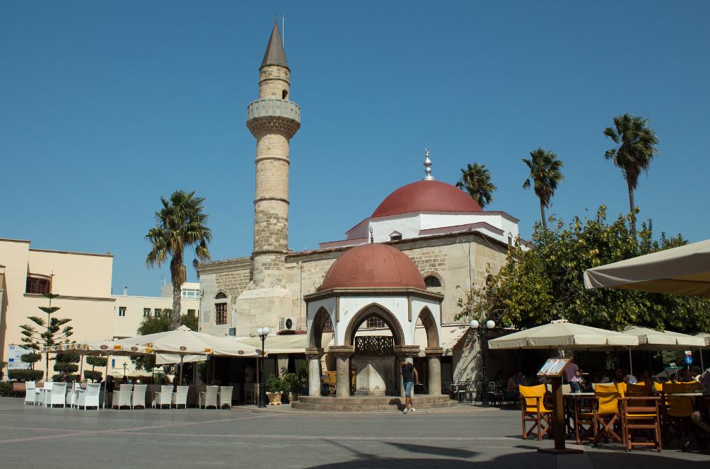 Hauptplatz in Kos-Stadt mit Defterdar Moschee