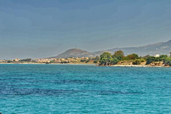 Der Ort Marmári vom Meer aus gesehen