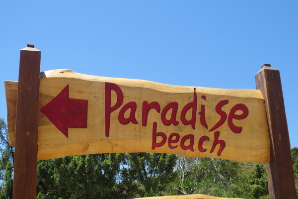 Wegweiser zum Paradise Beach